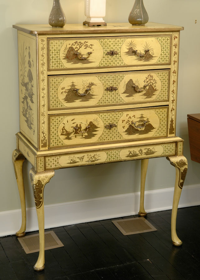 Queen Anne Style Chest of Drawers